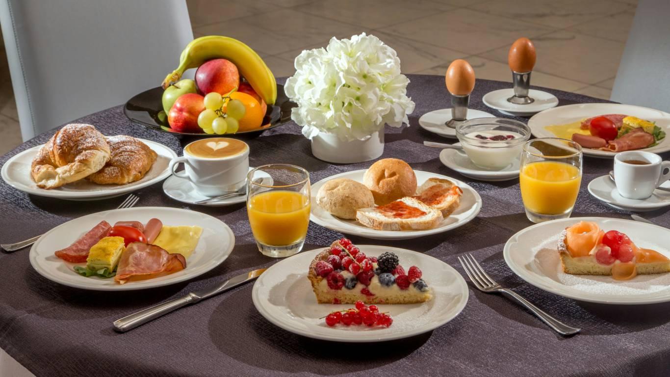 Hotel-Cristoforo-Colombo-Breakfast-00091